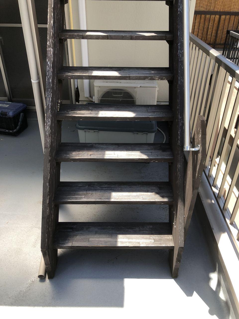 木製の階段を外で取り付ける時は耐水、耐光性のある材質を。